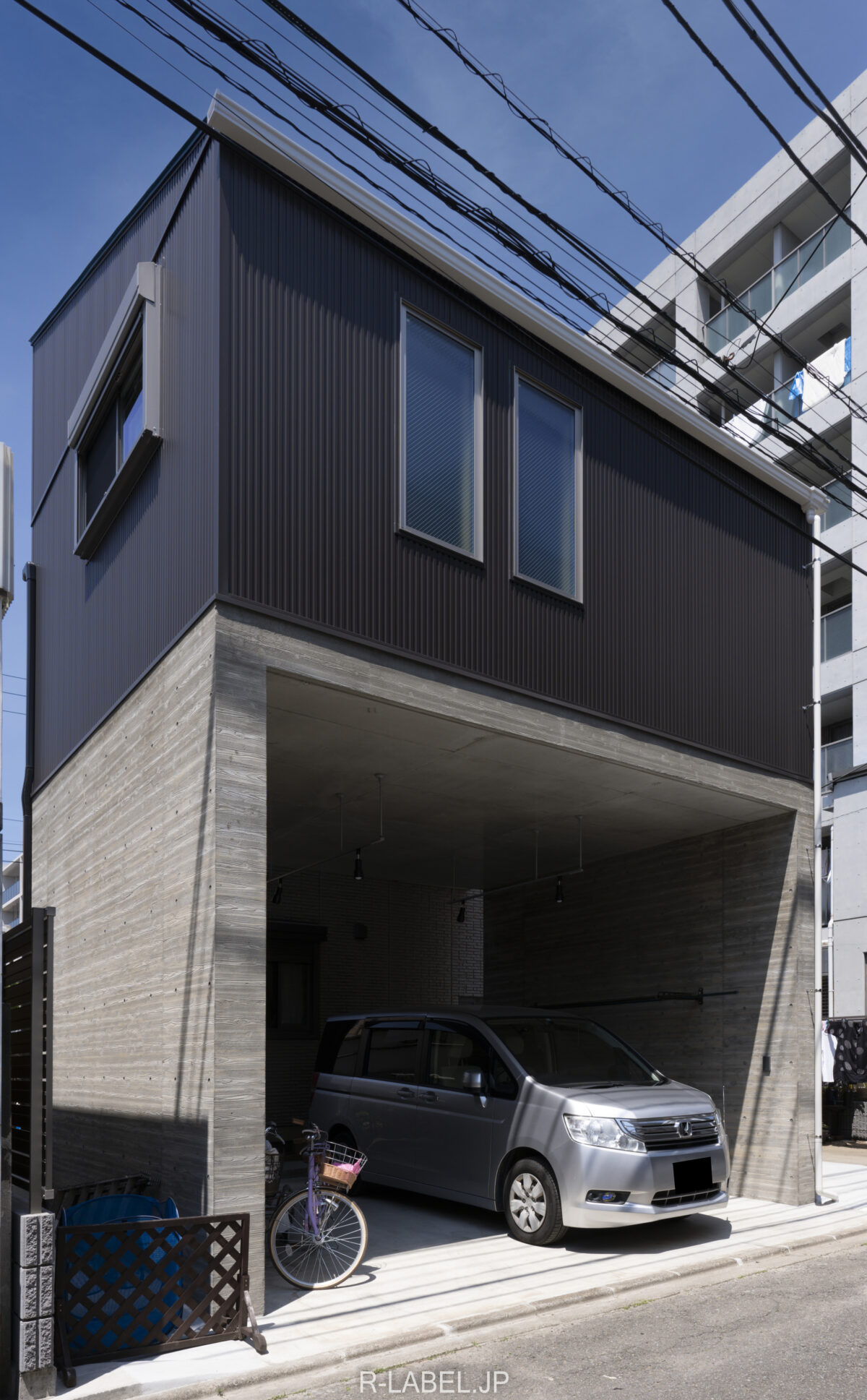ガレージ付きの戸建て増築