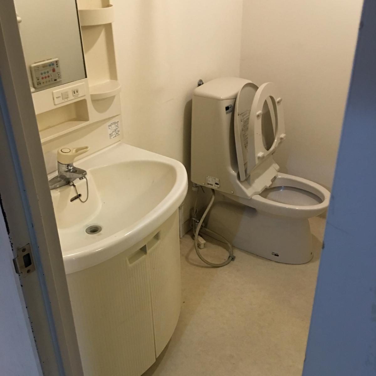 リノベーション前の洗面・トイレ
